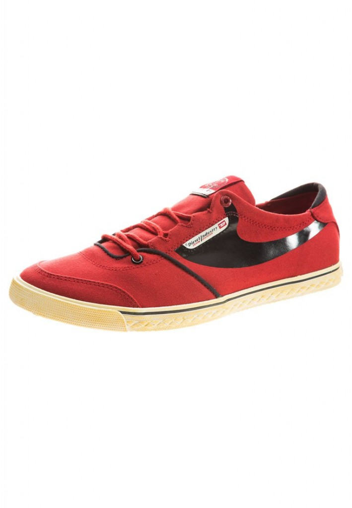 zapatos Diesel en color rojo casuales