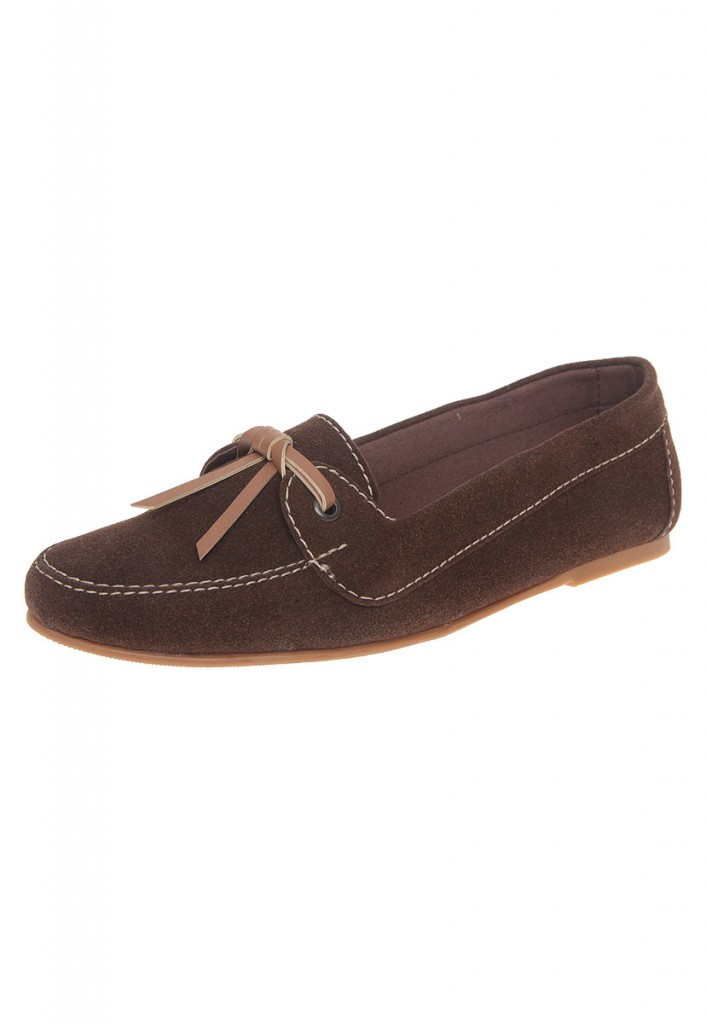 mocasines de mujer en gamuza color chocolate con cordones